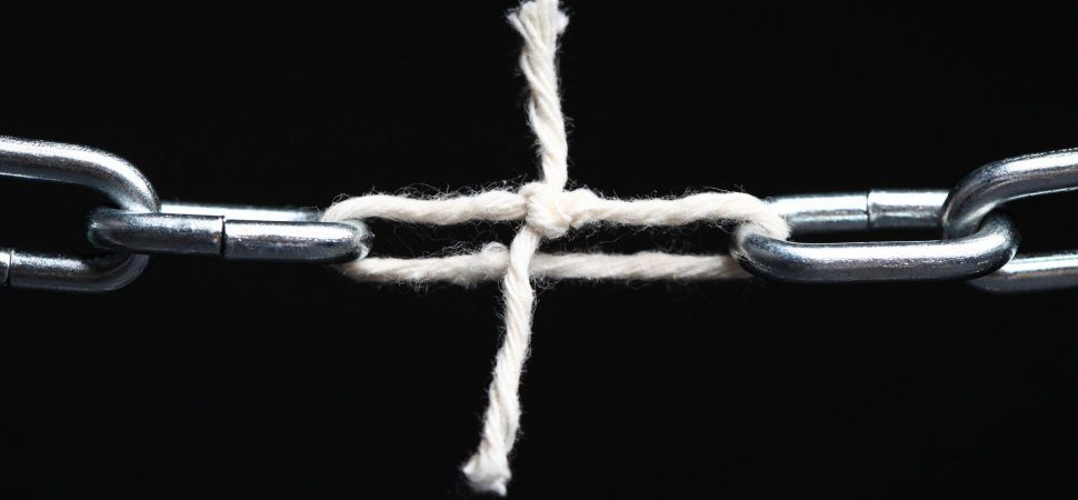 A picture showing a piece of string between two chain links to signify a weak link